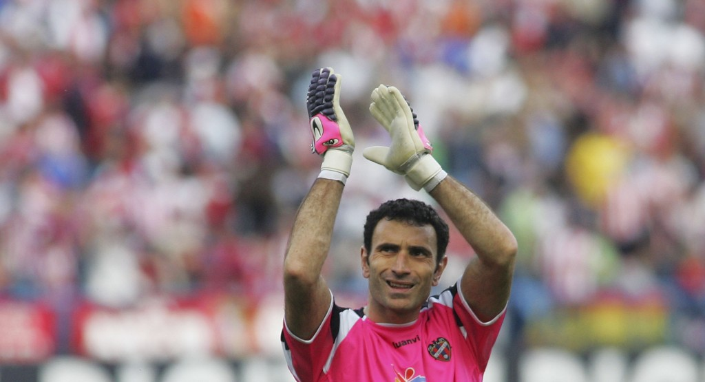 MADRID, SPAIN - APRIL 15: Levante's goalkeeper Jose Molina waves to supporters at the end of the Primera Liga match between Atletico Madrid and Levante at the Vicente Calderon stadium on April 15, 2007 in Madrid, Spain. (Photo by Denis Doyle/Getty Images)