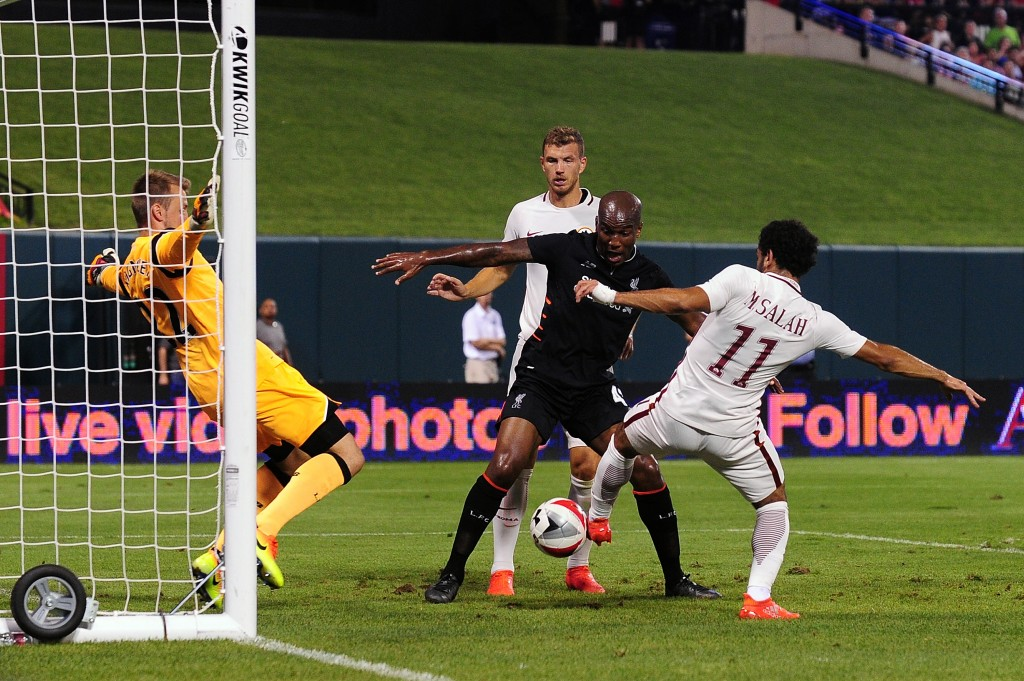ST LOUIS, MO - AUGUST 01: Mohamed Salah #11 of AS Roma scores the game winning goal against Simon Mignolet #22 of Liverpool FC during a friendly match at Busch Stadium on August 1, 2016 in St Louis, Missouri. AC Roma won 2-1. (Photo by Jeff Curry/Getty Images)