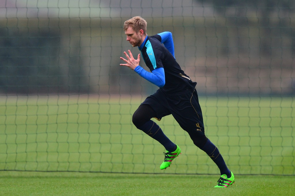 ST ALBANS, ENGLAND - MARCH 15: Per Mertesacker of Arsenal runs during a training session ahead of the UEFA Champions League round of 16 second leg match between Barcelona and Arsenal at London Colney on March 15, 2016 in St Albans, England. (Photo by Dan Mullan/Getty Images)