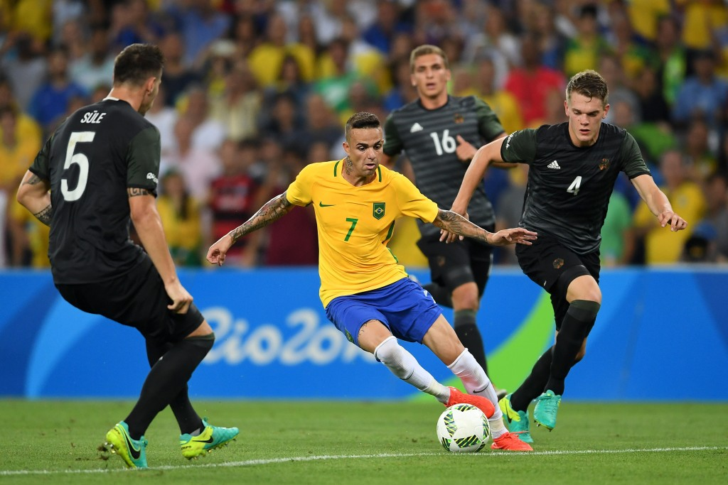 RIO DE JANEIRO, BRAZIL - AUGUST 20: Luan of Brazil holds off Matthias Lukas Ginter of Germany during the Men's Football Final between Brazil and Germany at the Maracana Stadium on Day 15 of the Rio 2016 Olympic Games on August 20, 2016 in Rio de Janeiro, Brazil. (Photo by Laurence Griffiths/Getty Images)