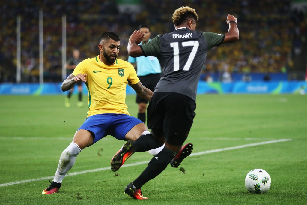 RIO DE JANEIRO, BRAZIL - AUGUST 20: (L-R) Gabriel Barbosa of Brazil challenges Serge Gnabry of Germany during the Men's Football Final between Brazil and Germany at the Maracana Stadium on Day 15 of the Rio 2016 Olympic Games on August 20, 2016 in Rio de Janeiro, Brazil. (Photo by Clive Mason/Getty Images)