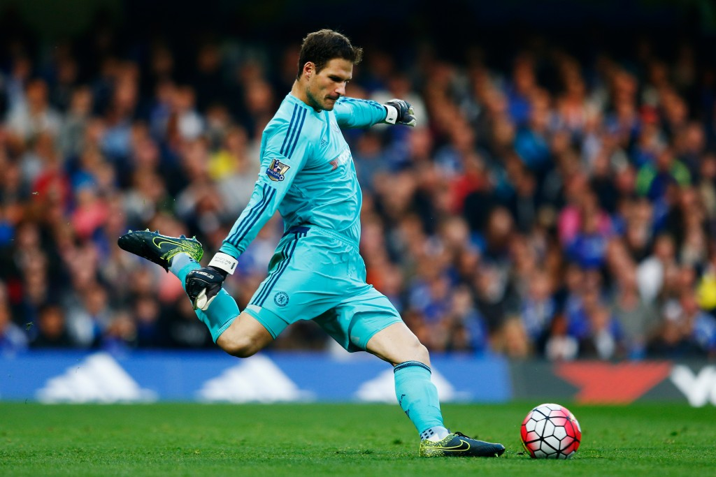 LONDON, ENGLAND - OCTOBER 03: Asmir Begovic of Chelsea in action during the Barclays Premier League match between Chelsea and Southampton at Stamford Bridge on October 3, 2015 in London, United Kingdom. (Photo by Julian Finney/Getty Images)