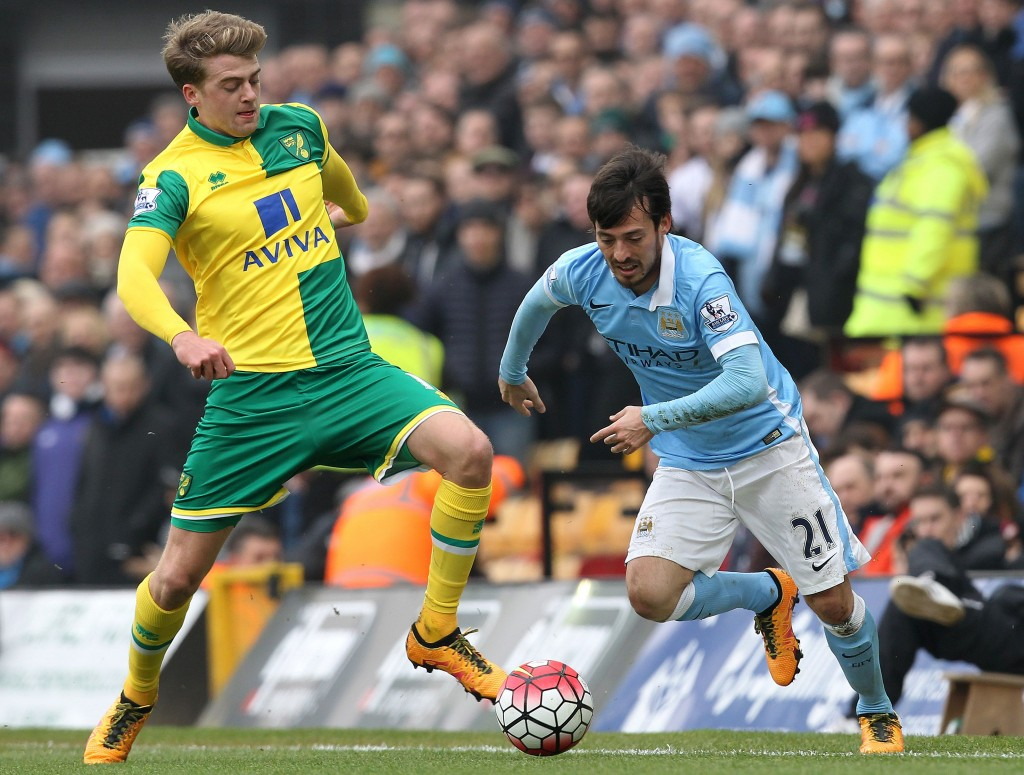 Norwich City's English striker Patrick Bamford (L) vies with Manchester City's Spanish midfielder David Silva during the English Premier League football match between Norwich City and Manchester City at Carrow Road in Norwich, eastern England, on March 12, 2016. / AFP / LINDSEY PARNABY (Photo credit should read LINDSEY PARNABY/AFP/Getty Images)