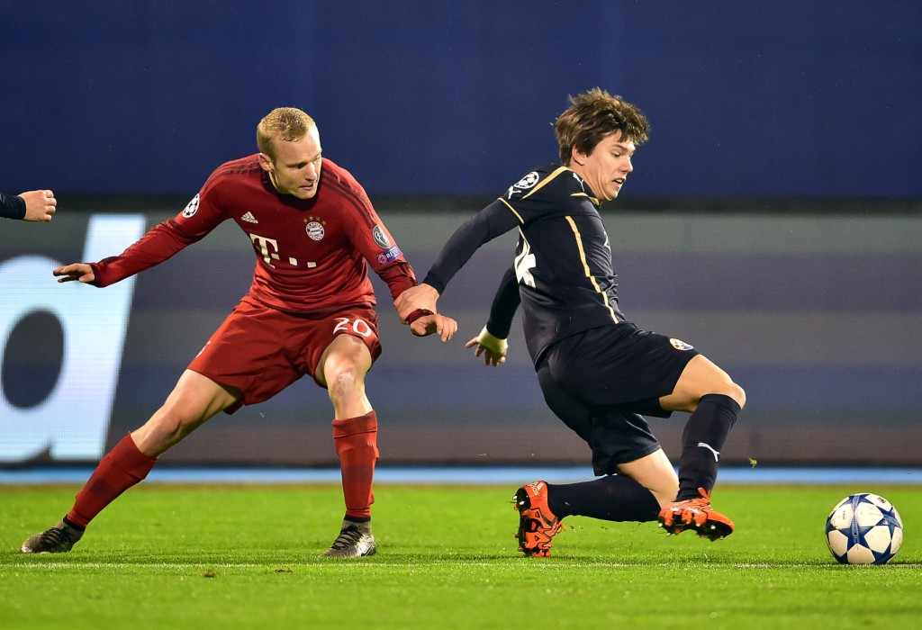 Bayern Munich's midfielder Sebastian Rode (L) vies with Dinamo Zagreb's midfielder Ante Coric during the UEFA Champions League football match between Dinamo Zagreb v Bayern Munich at the Maksimir stadium in Zagreb on December 9, 2015. AFP PHOTO / ANDREJ ISAKOVIC / AFP / ANDREJ ISAKOVIC (Photo credit should read ANDREJ ISAKOVIC/AFP/Getty Images)