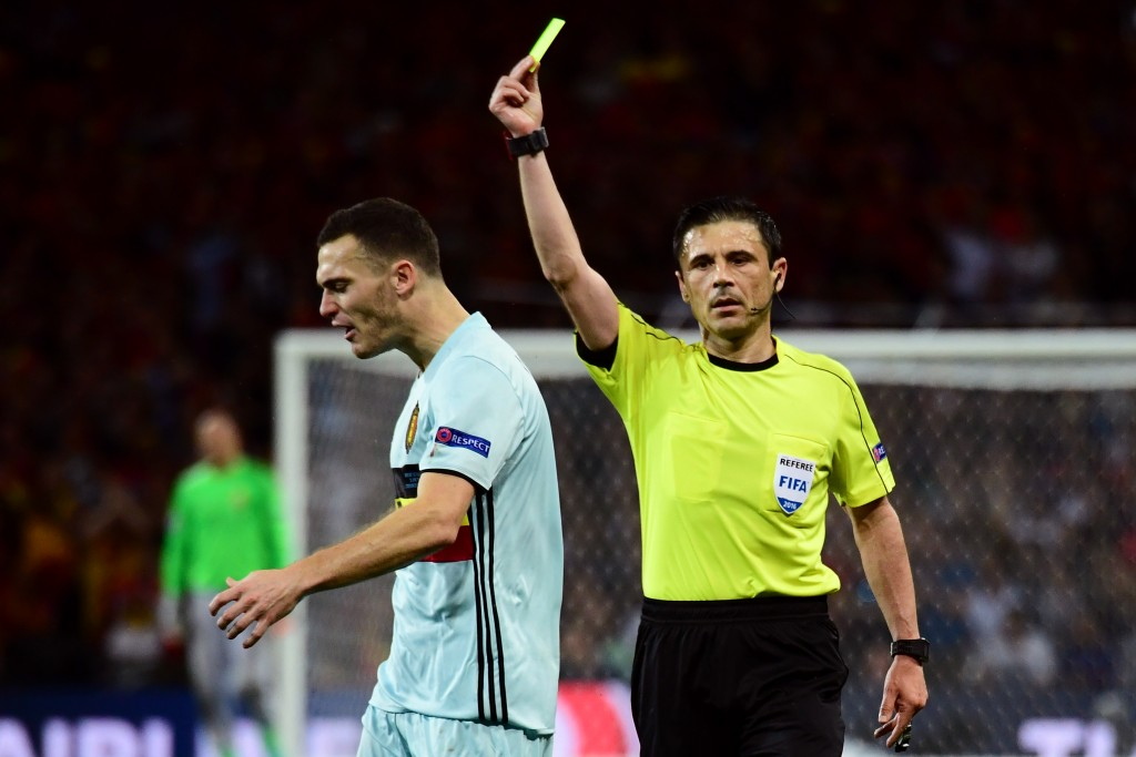 Belgium's defender Thomas Vermaelen (L) reacts as he receives a yellow card from Serbian referee Milorad Mazic during the Euro 2016 round of 16 football match between Hungary and Belgium at the Stadium Municipal in Toulouse on June 26, 2016. / AFP / ATTILA KISBENEDEK (Photo credit should read ATTILA KISBENEDEK/AFP/Getty Images)