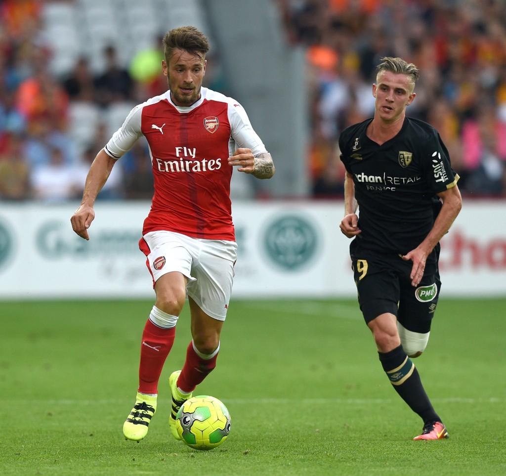Arsenal's french defender Mathieu Debuchy vies with Lens's midfielder Benjamin Bourigeaud (R) during the football match Lens Vs Arsenal on July 22 2016, at the Felix Bollaert stadium in Lens. / AFP / DENIS CHARLET (Photo credit should read DENIS CHARLET/AFP/Getty Images)