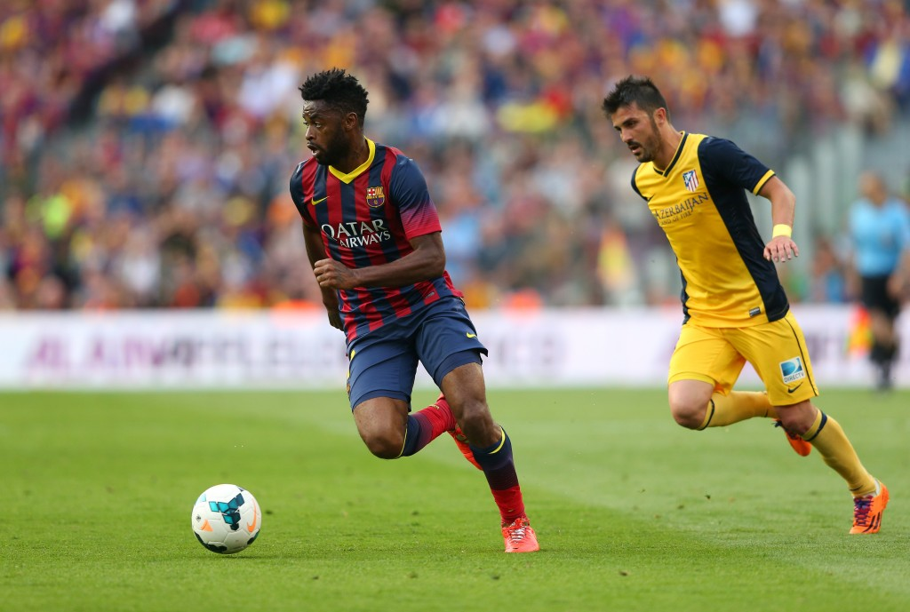 BARCELONA, SPAIN - MAY 17: Alex Song of FC Barcelona beats David Villa of Club Atletico de Madrid during the La Liga match between FC Barcelona and Club Atletico de Madrid at Camp Nou on May 17, 2014 in Barcelona, Spain. (Photo by Alex Livesey/Getty Images)