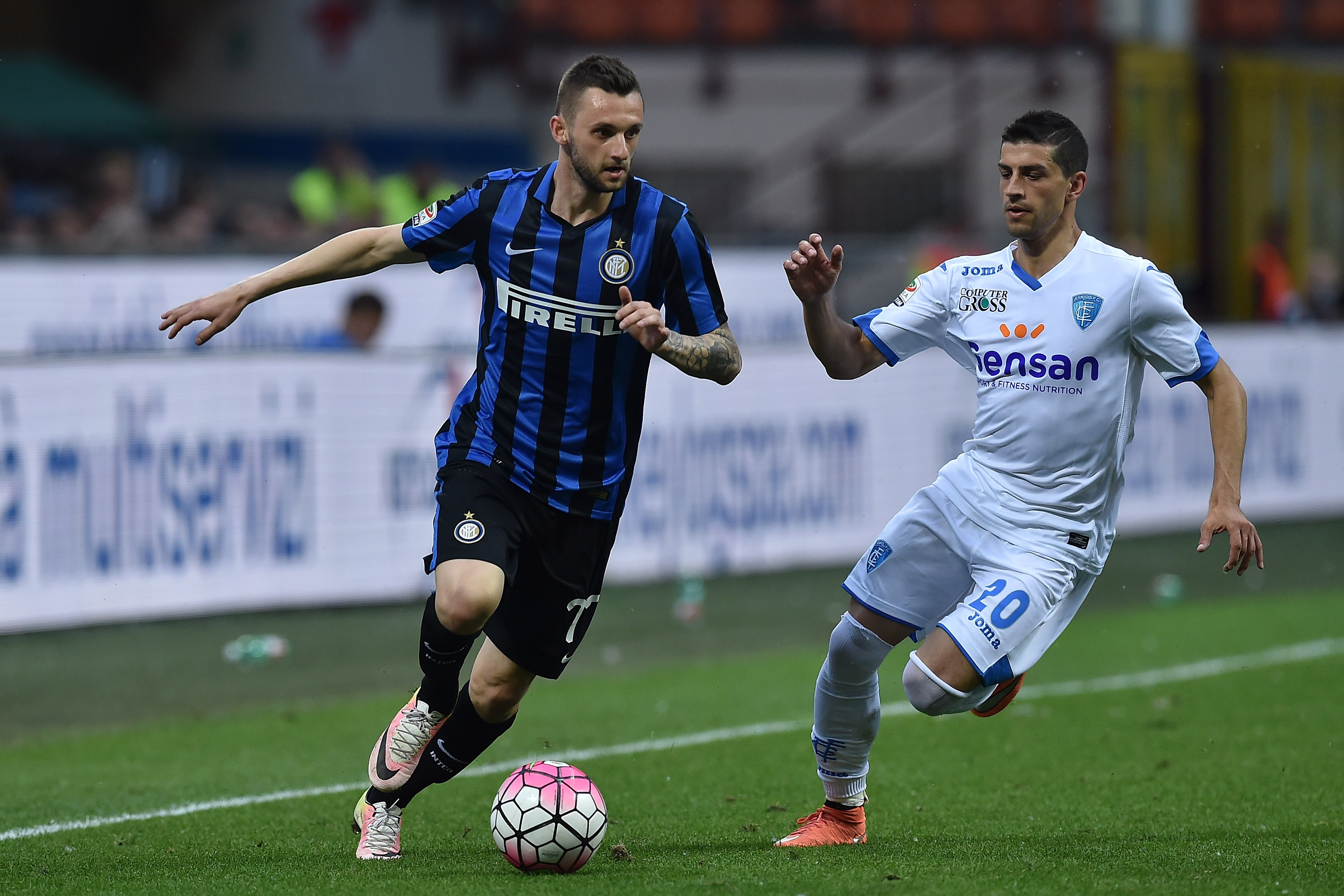 MILAN, ITALY - MAY 07: Marcelo Brozovic (L) of FC Internazionale Milano is challenged by Manuel Pucciarelli of Empoli FC during the Serie A match between FC Internazionale Milano and Empoli FC at Stadio Giuseppe Meazza on May 7, 2016 in Milan, Italy. (Photo by Valerio Pennicino/Getty Images)