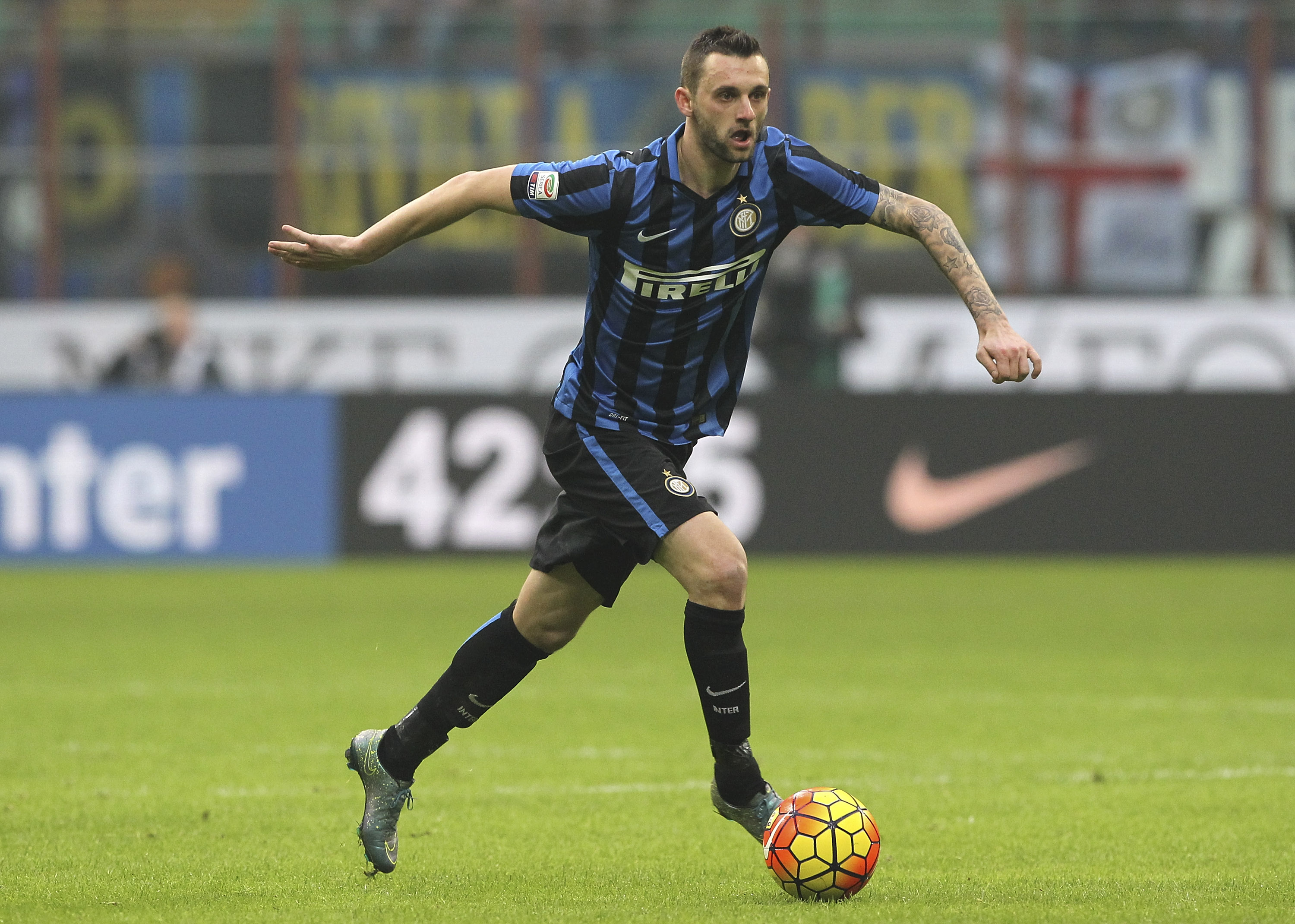 MILAN, ITALY - JANUARY 10: Marcelo Brozovic of FC Internazionale Milano in action during the Serie A match between FC Internazionale Milano and US Sassuolo Calcio at Stadio Giuseppe Meazza on January 10, 2016 in Milan, Italy. (Photo by Marco Luzzani/Getty Images)