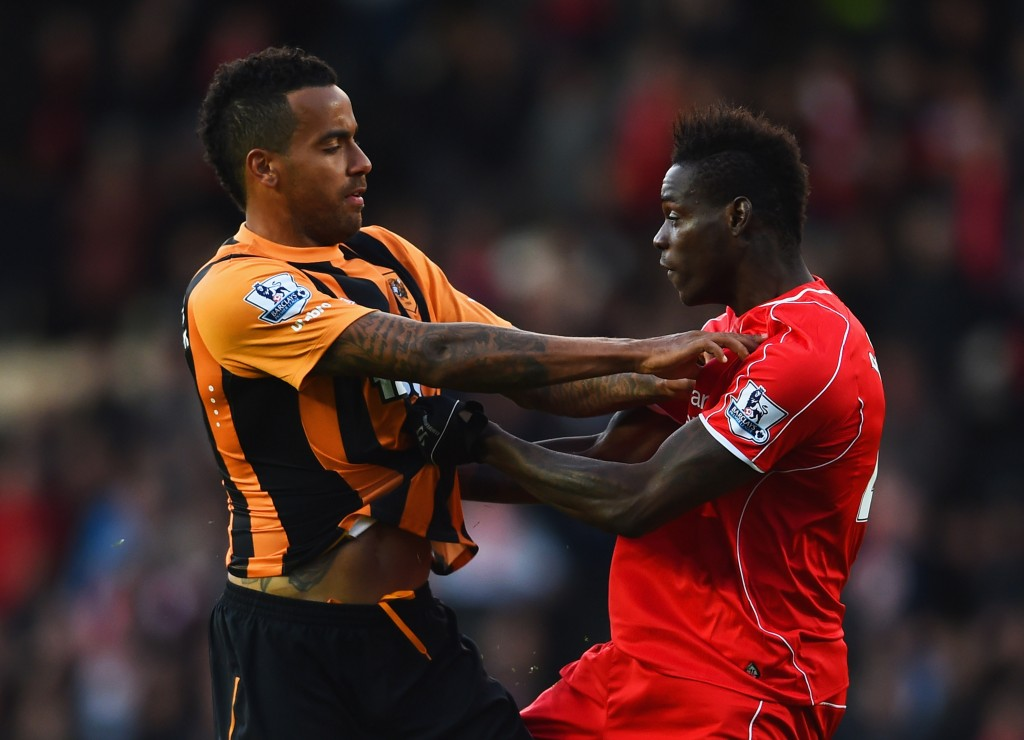 HULL, ENGLAND - APRIL 28: Tom Huddlestone of Hull City and Mario Balotelli of Liverpool clash during the Barclays Premier League match between Hull City and Liverpool at KC Stadium on April 28, 2015 in Hull, England. (Photo by Laurence Griffiths/Getty Images)