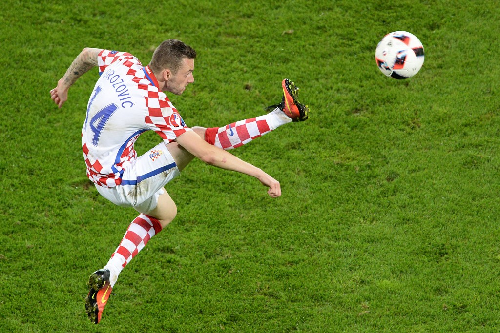 TOPSHOT - Croatia's midfielder Marcelo Brozovic kicks the ball during the Euro 2016 round of sixteen football match Croatia vs Portugal, on June 25, 2016 at the Bollaert-Delelis stadium in Lens. / AFP / FRANCOIS LO PRESTI (Photo credit should read FRANCOIS LO PRESTI/AFP/Getty Images)