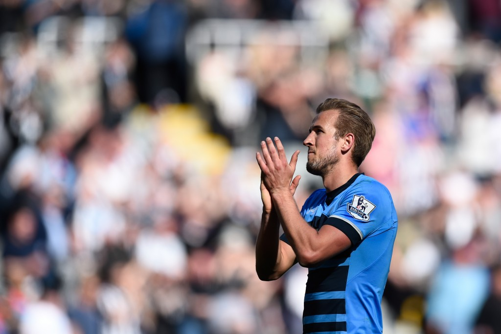NEWCASTLE UPON TYNE, ENGLAND - MAY 15: Harry Kane of Tottenham Hotspur applauds the fans after the Barclays Premier League match between Newcastle United and Tottenham Hotspur at St James' Park on May 15, 2016 in Newcastle, England. (Photo by Stu Forster/Getty Images)