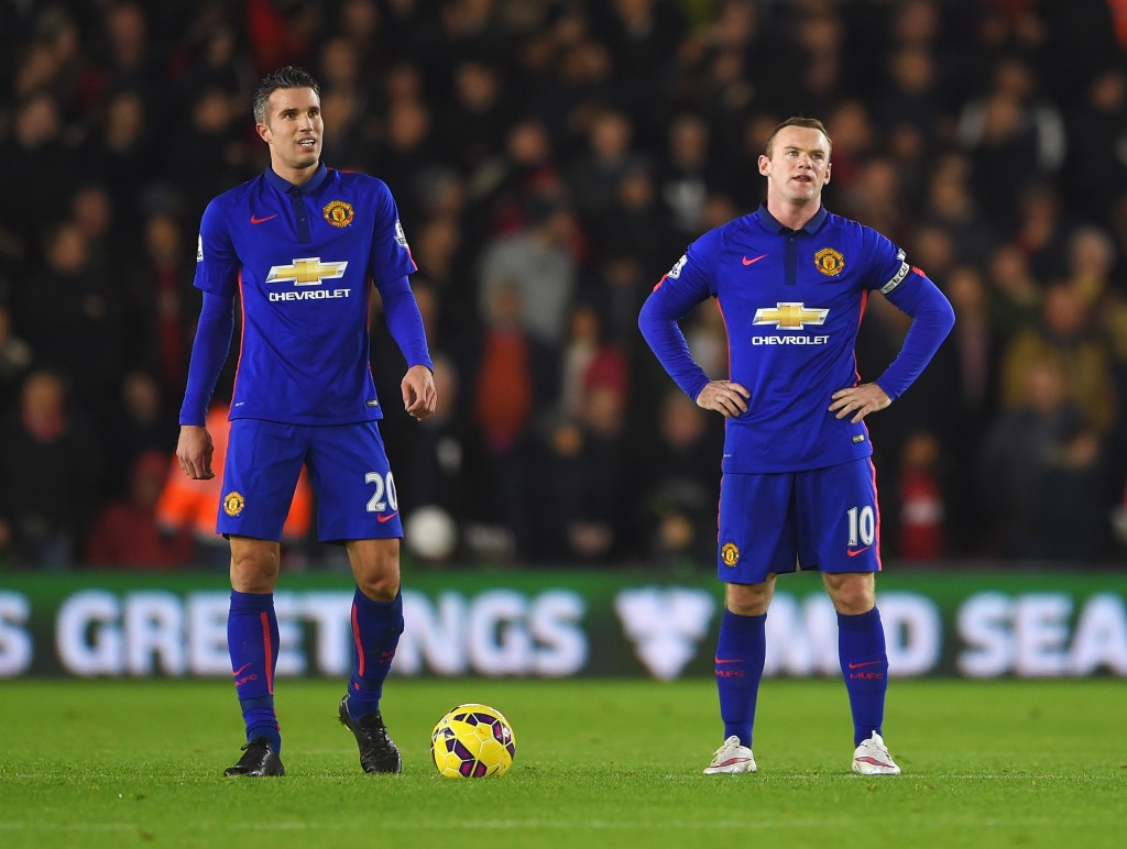SOUTHAMPTON, ENGLAND - DECEMBER 08: Robin van Persie and Wayne Rooney of Manchester United look dejected after the equalising goal by Graziano Pelle of Southampton during the Barclays Premier League match between Southampton and Manchester United at St Mary's Stadium on December 8, 2014 in Southampton, England. (Photo by Michael Regan/Getty Images)