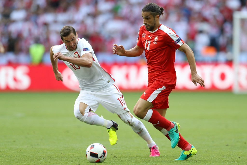 Switzerland's defender Ricardo Rodriguez (R) and Poland's midfielder Grzegorz Krychowiak vie for the ball during the Euro 2016 round of sixteen football match between Switzerland and Poland at the Geoffroy-Guichard stadium in Saint-Etienne on June 25, 2016. / AFP / Valery HACHE (Photo credit should read VALERY HACHE/AFP/Getty Images)