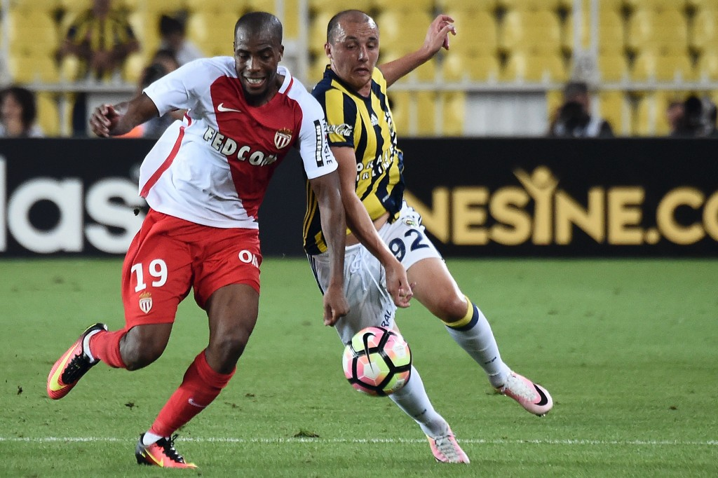 Fenerbahce's Aatif Chahechouhe (R) vies for the ball with Monaco's Djibril Sidibe (L) during the Champions League Third qualifying round game between Fenerbahce and Monaco at Sukru Saracoglu stadium on July 27, 2016, in Istanbul. / AFP / OZAN KOSE (Photo credit should read OZAN KOSE/AFP/Getty Images)