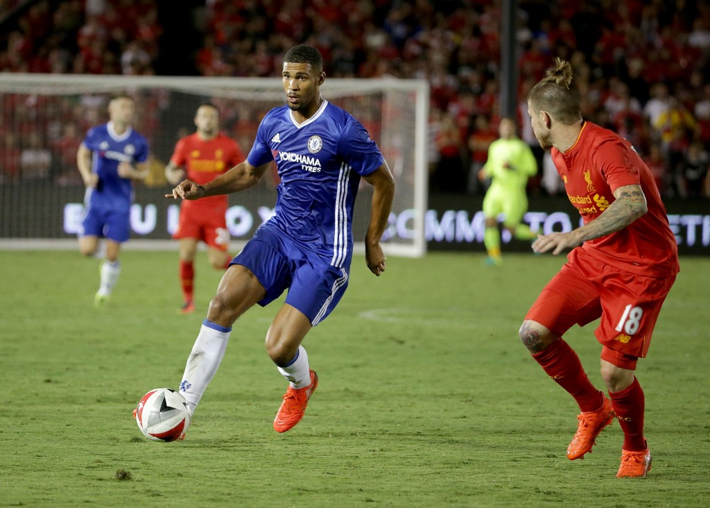 PASADENA, CA - JULY 27: Ruben Loftus-Cheek #36 of Chelsea is pursued by Alberto Moreno #18 of Liverpool during the 2016 International Champions Cup at Rose Bowl on July 27, 2016 in Pasadena, California. (Photo by Jeff Gross/Getty Images)