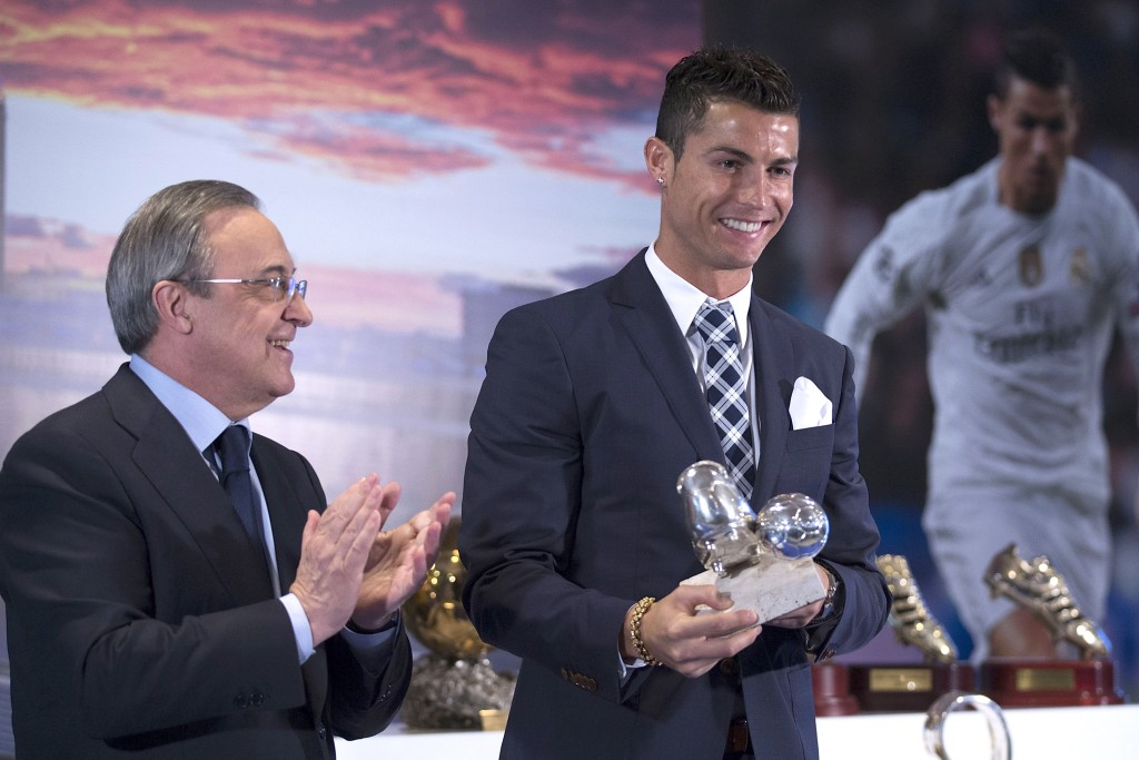 MADRID, SPAIN - OCTOBER 02: Cristiano Ronaldo poses with the trophy as all-time top scorer of Real Madrid CF and president Florentino Perez at Honour box-seat of Santiago Bernabeu Stadium on October 2, 2015 in Madrid, Spain. Portuguese palyer Cristiano Ronaldo overtook on his last UEFA Champions League match against Malmo FF Raul,s record as Real Madrid all-time top scorer. (Photo by Gonzalo Arroyo Moreno/Getty Images)