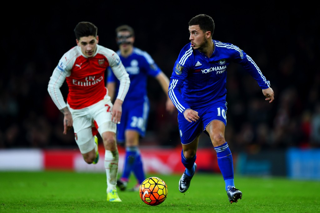 LONDON, ENGLAND - JANUARY 24: Eden Hazard of Chelsea runs with the ball under pressure from Hector Bellerin of Arsenal during the Barclays Premier League match between Arsenal and Chelsea at Emirates Stadium on January 24, 2016 in London, England. (Photo by Shaun Botterill/Getty Images)