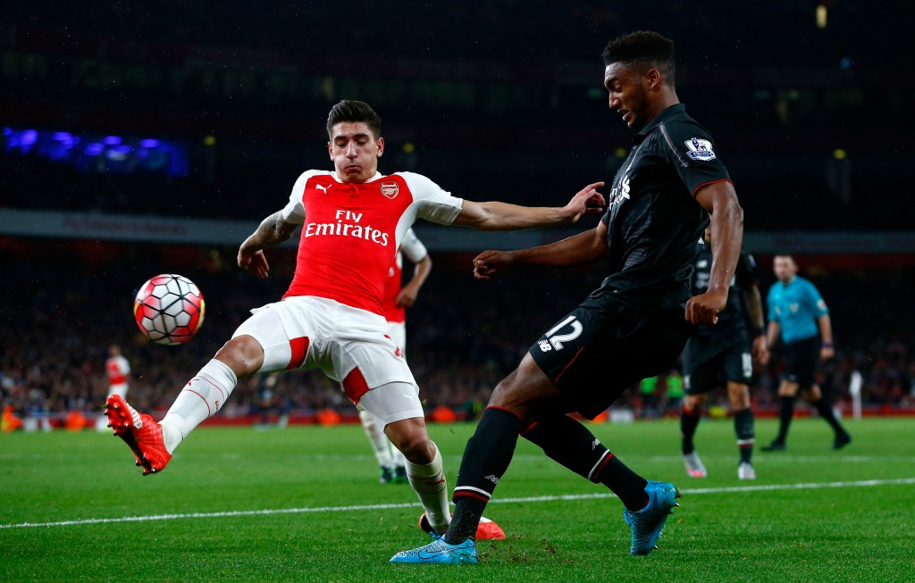 LONDON, ENGLAND - AUGUST 24: Joe Gomez of Liverpool is closed down by Hector Bellerin of Arsenal during the Barclays Premier League match between Arsenal and Liverpool at the Emirates Stadium on August 24, 2015 in London, United Kingdom. (Photo by Julian Finney/Getty Images)