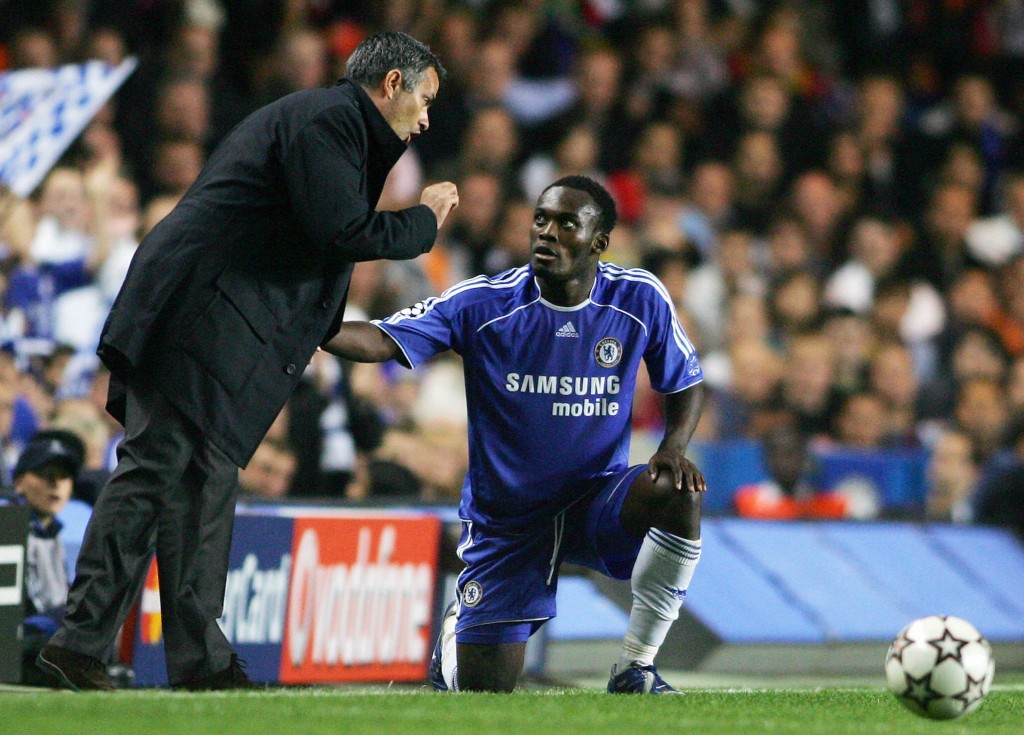 LONDON, UNITED KINGDOM: Chelsea's Ganaian midfielder Michael Essien looks up at Portuguese manager Jose Mourhino during their UEFA Champions League Group A football match against Barcelona in Chelsea, 18 October 2006. AFP PHOTO / CARL DE SOUZA (Photo credit should read CARL DE SOUZA/AFP/Getty Images)