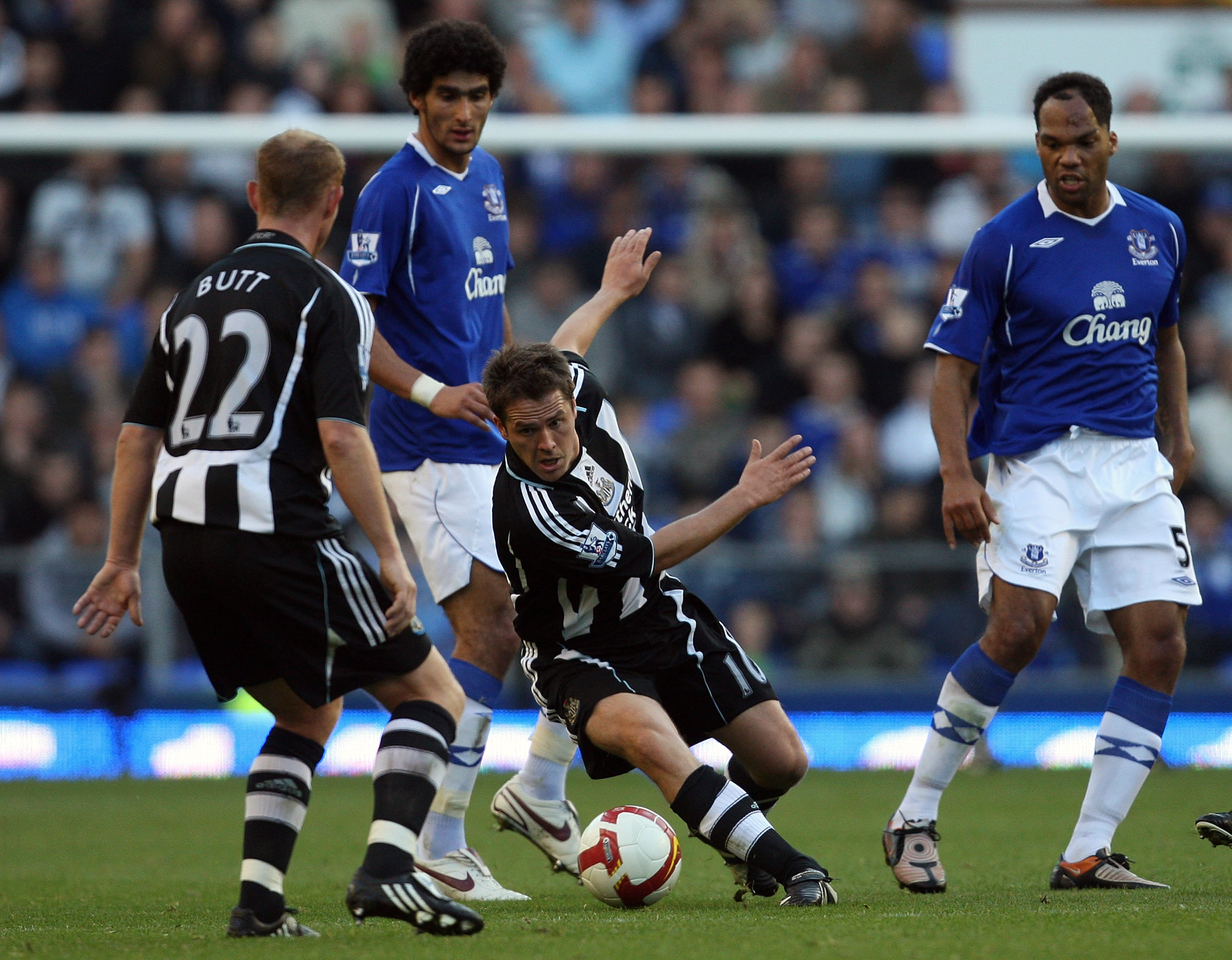 LIVERPOOL, UNITED KINGDOM - OCTOBER 05: Michael Owen of Newcastle in action during the Barclays Premier League match between Everton and Newcastle United at Goodison Park on October 5, 2008 in Liverpool, England. (Photo by Hamish Blair/Getty Images)