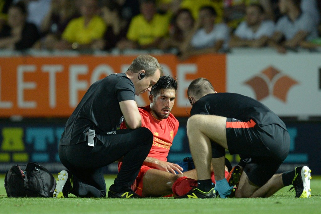 Liverpool's German midfielder Emre Can (C) receives attention on the fiel for an injury during the English League Cup second round football match between Burton Albion and Liverpool at the Pirelli Stadium in Burton-on-Trent, central England on August 23, 2016. / AFP / OLI SCARFF / RESTRICTED TO EDITORIAL USE. No use with unauthorized audio, video, data, fixture lists, club/league logos or 'live' services. Online in-match use limited to 75 images, no video emulation. No use in betting, games or single club/league/player publications. / (Photo credit should read OLI SCARFF/AFP/Getty Images)