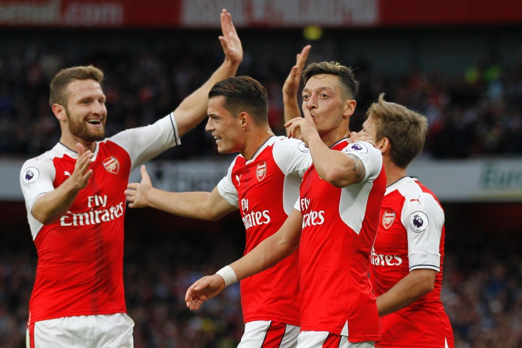 rsenal's German midfielder Mesut Ozil celebrates scoring their third goal during the English Premier League football match between Arsenal and Chelsea at The Emirates stadium in London, on September 24, 2016. / AFP / IKIMAGES / Ian KINGTON / RESTRICTED TO EDITORIAL USE. No use with unauthorized audio, video, data, fixture lists, club/league logos or 'live' services. Online in-match use limited to 45 images, no video emulation. No use in betting, games or single club/league/player publications. (Photo credit should read IAN KINGTON/AFP/Getty Images)