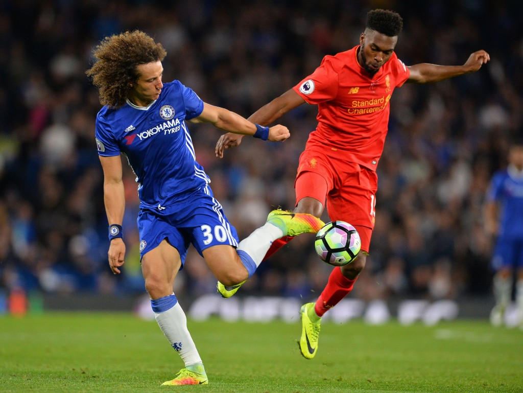 Chelsea's Brazilian defender David Luiz (L) vies with Liverpool's English striker Daniel Sturridge during the English Premier League football match between Chelsea and Liverpool at Stamford Bridge in London on September 16, 2016. / AFP / GLYN KIRK / RESTRICTED TO EDITORIAL USE. No use with unauthorized audio, video, data, fixture lists, club/league logos or 'live' services. Online in-match use limited to 75 images, no video emulation. No use in betting, games or single club/league/player publications. / (Photo credit should read GLYN KIRK/AFP/Getty Images)