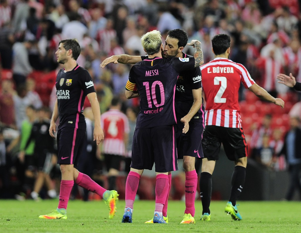 Barcelona's Argentinian forward Lionel Messi (2ndL) and Barcelona's midfielder Sergio Busquets celebrate their 1-0 victory at the end of the Spanish league football match Athletic Club Bilbao vs FC Barcelona at the San Mames stadium in Bilbao on August 28, 2016. / AFP / ANDER GILLENEA (Photo credit should read ANDER GILLENEA/AFP/Getty Images)