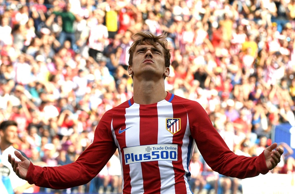 Atletico Madrid's French forward Antoine Griezmann gestures after missing a goal opportunity during the Spanish league football match Club Atletico de Madrid vs RC Deportivo de la Coruna at the Vicente Calderon stadium in Madrid on September 25, 2016. / AFP / GERARD JULIEN (Photo credit should read GERARD JULIEN/AFP/Getty Images)
