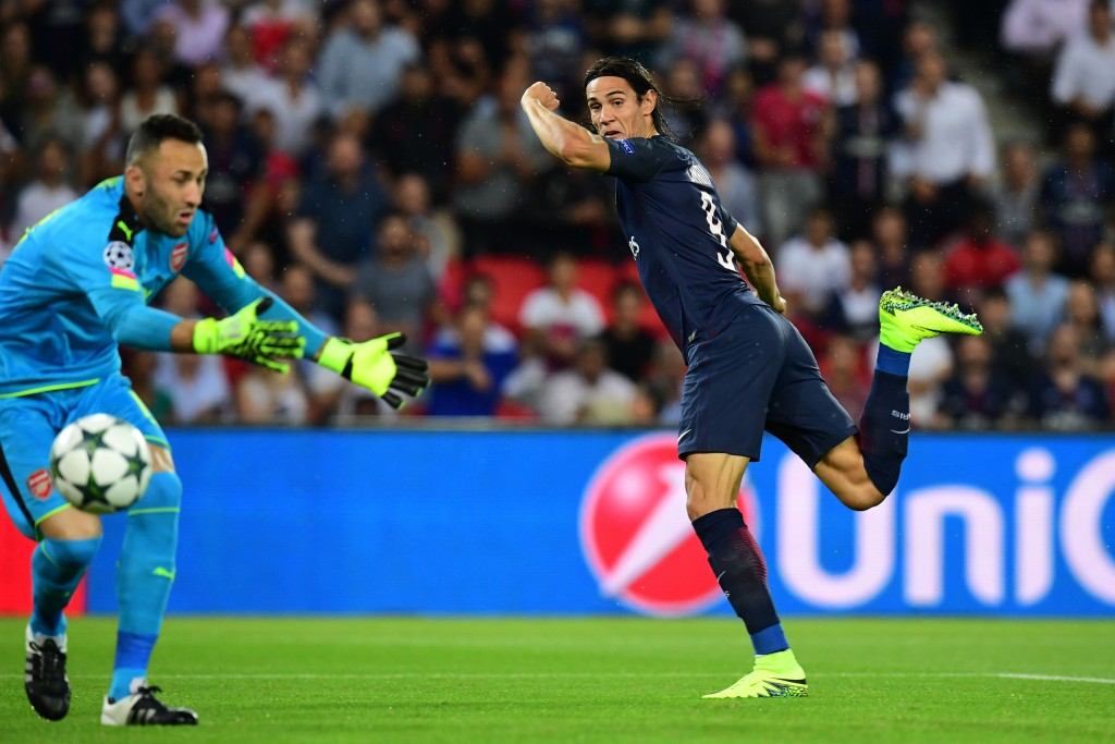 Paris Saint-Germain's Uruguayan forward Edinson Cavani (R) shoots to score despite of Arsenal's Colombian goalkeeper David Ospina (L) during the UEFA Champions League Group A football match between Paris-Saint-Germain vs Arsenal FC, on September 13, 2016 at the Parc des Princes stadium in Paris. AFP PHOTO / FRANCK FIFFE