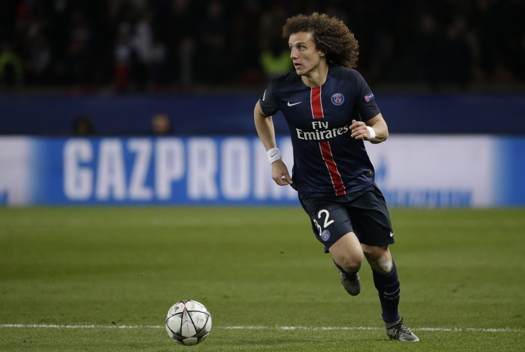 Paris Saint-Germain's Brazilian defender David Luiz runs with the ball during the Champions League round of 16 first leg football match between Paris Saint-Germain (PSG) and Chelsea FC on February 16, 2016, at the Parc des Princes stadium in Paris. AFP PHOTO / KENZO TRIBOUILLARD / AFP / KENZO TRIBOUILLARD (Photo credit should read KENZO TRIBOUILLARD/AFP/Getty Images)