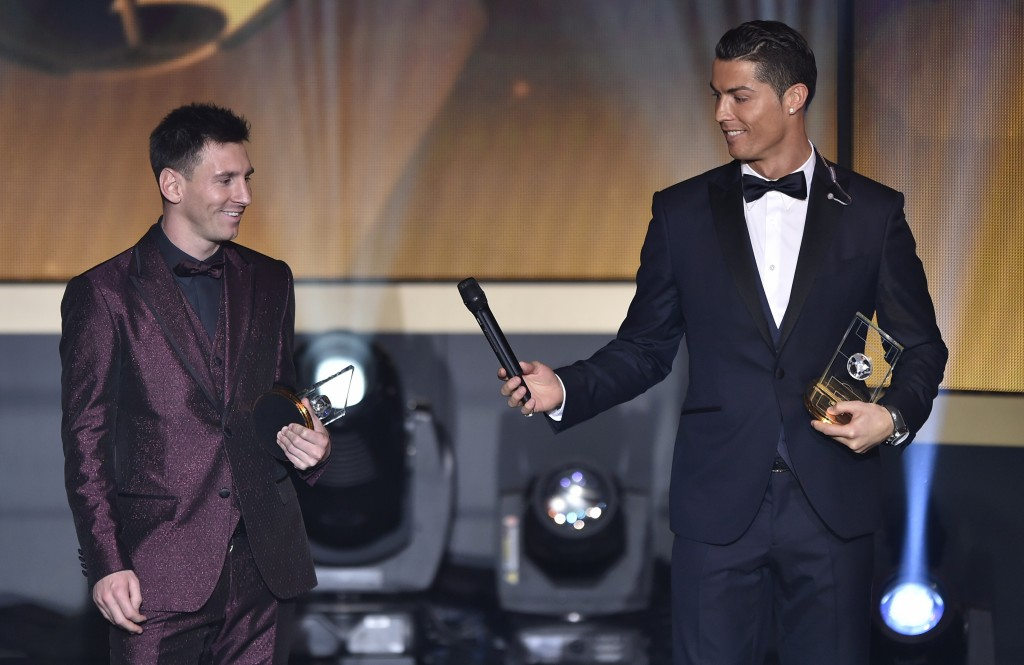 Luis Figo has said that it would not be too far-fetched to envision Ronaldo passing the ball to Messi and vice-versa in the same way the Portuguese international appears to passing the mike on to the Argentinian in the above image. (Picture Courtesy - AFP/Getty Images)