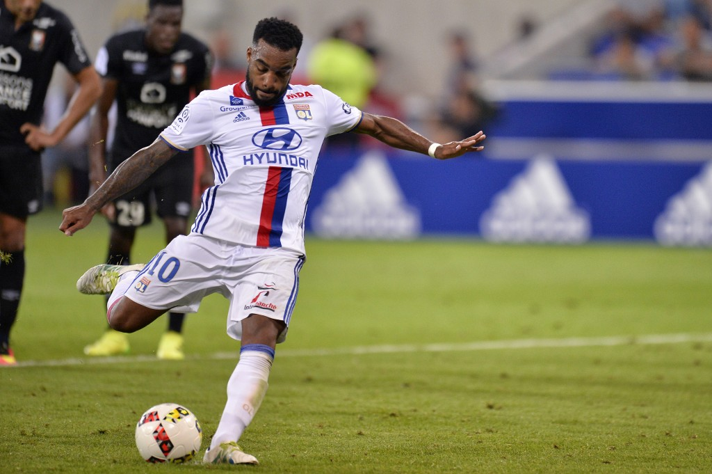 Lyon's French forward Alexandre Lacazette kicks a penalty during the French Ligue 1 football match Olympique Lyonnais (OL) against Caen (SMC) on August 19, 2016, at the Parc Olympique Lyonnais stadium in Decines-Charpieu near Lyon, southeastern France. / AFP / ROMAIN LAFABREGUE (Photo credit should read ROMAIN LAFABREGUE/AFP/Getty Images)