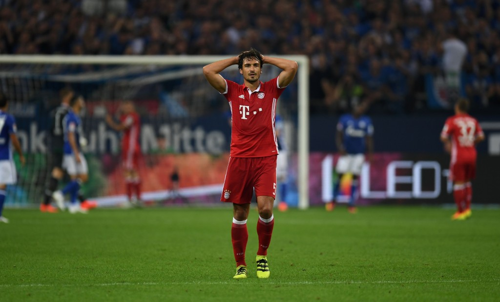 Bayern Munich's defender Mats Hummels reacts during the German first division Bundesliga football match between Schalke 04 and FC Bayern Munich in Gelsenkirchen, western Germany on September 9, 2016. / AFP / PATRIK STOLLARZ / RESTRICTIONS: DURING MATCH TIME: DFL RULES TO LIMIT THE ONLINE USAGE TO 15 PICTURES PER MATCH AND FORBID IMAGE SEQUENCES TO SIMULATE VIDEO. == RESTRICTED TO EDITORIAL USE == FOR FURTHER QUERIES PLEASE CONTACT DFL DIRECTLY AT + 49 69 650050 (Photo credit should read PATRIK STOLLARZ/AFP/Getty Images)