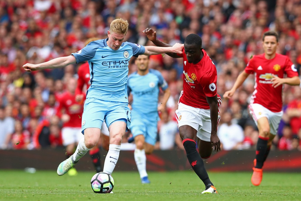 MANCHESTER, ENGLAND - SEPTEMBER 10: Kevin De Bruyne of Manchester City is closed down by Eric Bailly of Manchester United during the Premier League match between Manchester United and Manchester City at Old Trafford on September 10, 2016 in Manchester, England. (Photo by Clive Brunskill/Getty Images)