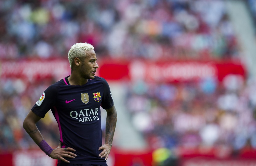 GIJON, SPAIN - SEPTEMBER 24: Neymar of FC Barcelona reacts during the La Liga match between Real Sporting de Gijon and FC Barcelona at Estadio El Molinon on September 24, 2016 in Gijon, Spain. (Photo by Juan Manuel Serrano Arce/Getty Images)