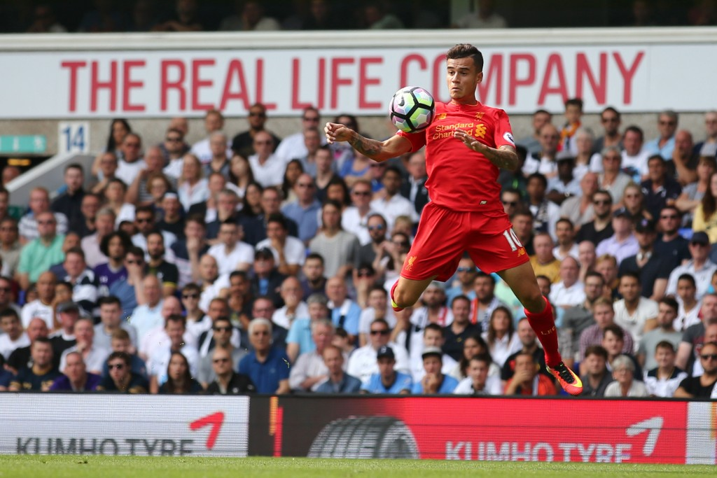 TOPSHOT - Liverpool's Brazilian midfielder Philippe Coutinho controls the ball during the English Premier League football match between Tottenham Hotspur and Liverpool at White Hart Lane in London, on August 27, 2016. / AFP / JUSTIN TALLIS / RESTRICTED TO EDITORIAL USE. No use with unauthorized audio, video, data, fixture lists, club/league logos or 'live' services. Online in-match use limited to 75 images, no video emulation. No use in betting, games or single club/league/player publications. / (Photo credit should read JUSTIN TALLIS/AFP/Getty Images)