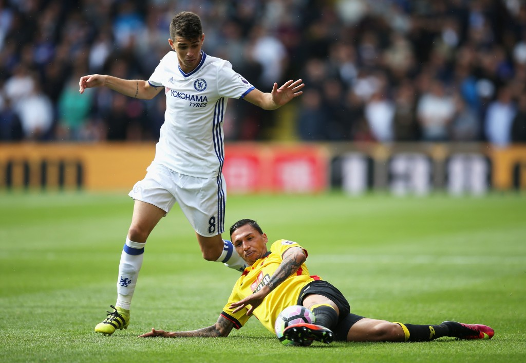 WATFORD, ENGLAND - AUGUST 20: Craig Cathcart of Watford and Oscar of Chelsea battle for possession during the Premier League match between Watford and Chelsea at Vicarage Road on August 20, 2016 in Watford, England. (Photo by Steve Bardens/Getty Images)