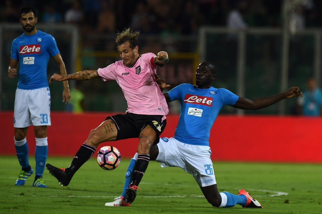 PALERMO, ITALY - SEPTEMBER 10:  Alessandro Diamanti (L) of Palermo and Kalidou Koulibaly of Napoli compete for the ball during the Serie a match between US Citta di Palermo and SSC Napoli at Stadio Renzo Barbera on September 10, 2016 in Palermo, Italy.  (Photo by Tullio M. Puglia/Getty Images)