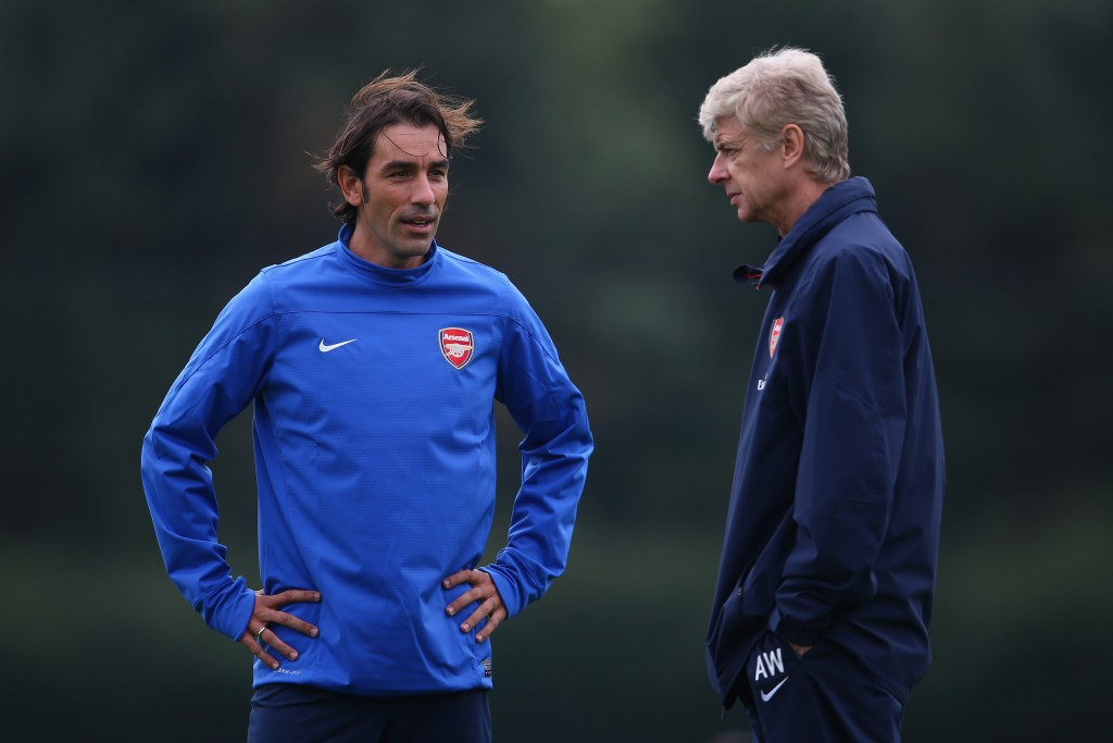 ST ALBANS, ENGLAND - SEPTEMBER 30: Manager Arsene Wenger of Arsenal talks to Robert Pires during an Arsenal training session ahead of their Champions League Group F match against Napoli at London Colney on September 30, 2013 in St Albans, England. (Photo by Paul Gilham/Getty Images)