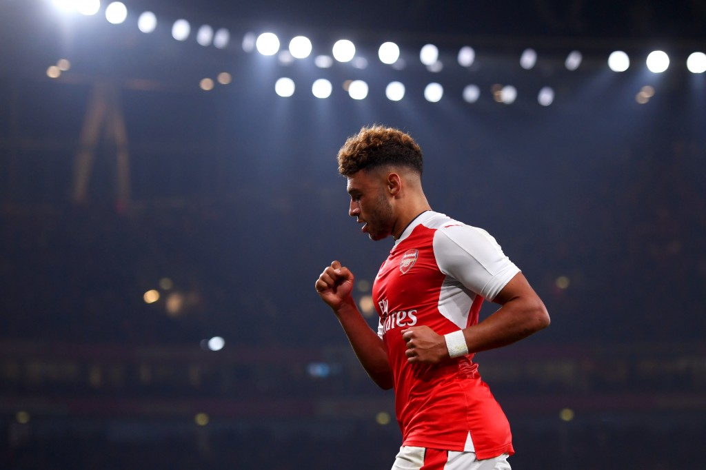 LONDON, ENGLAND - OCTOBER 25: Alex Oxlade-Chamberlain of Arsenal celebrates scoring his sides first goal during the EFL Cup fourth round match between Arsenal and Reading at Emirates Stadium on October 25, 2016 in London, England. (Photo by Michael Regan/Getty Images)