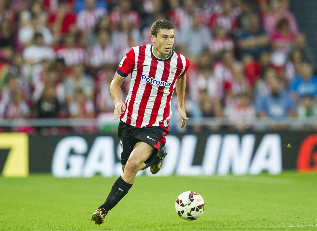 BILBAO, SPAIN - AUGUST 30: Oscar De Marcos of Athletic Club Bilbao?controls the ball during the La Liga match between Athletic Club and Levante UD at San Mames Stadium on August 30, 2014 in Bilbao, Spain. (Photo by Juan Manuel Serrano Arce/Getty Images)