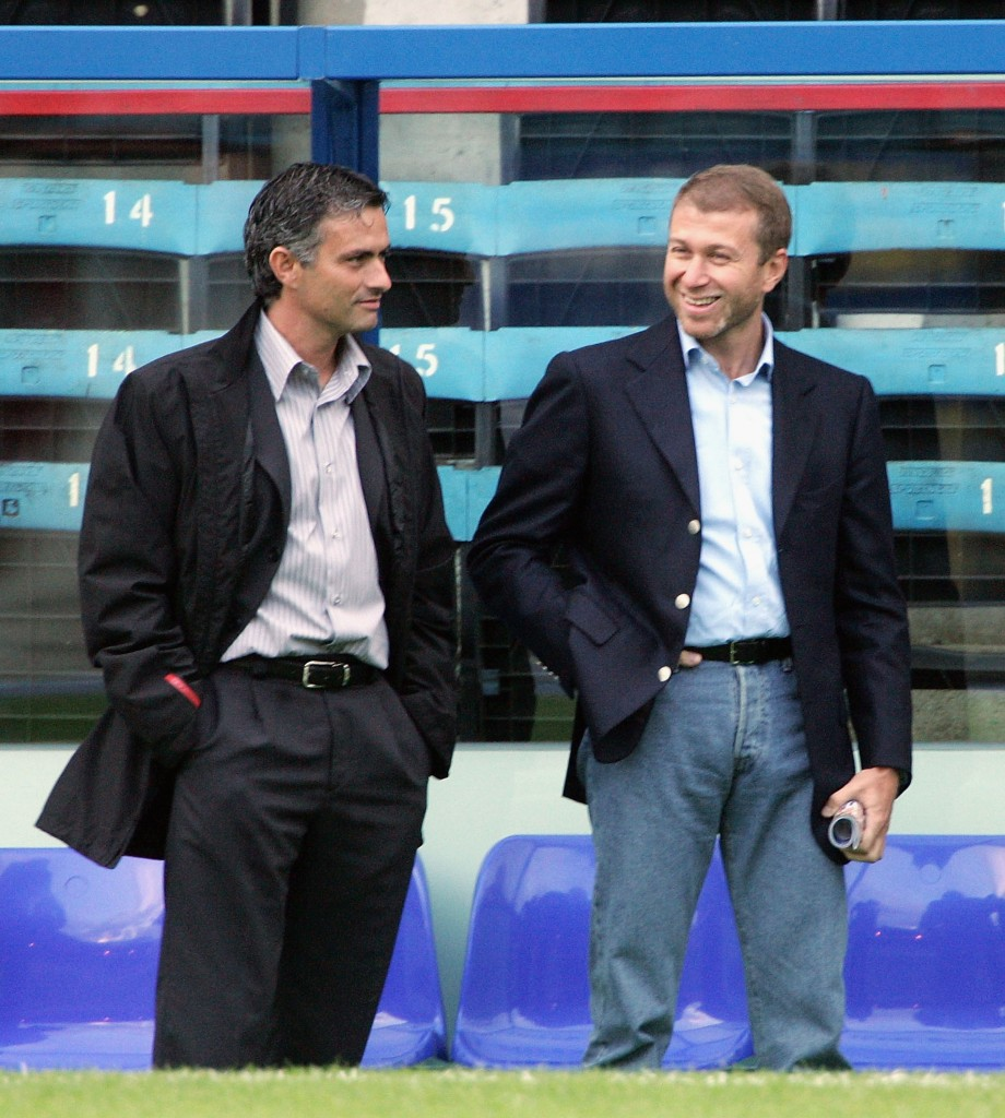 LONDON - AUGUST 24: Manager of Chelsea, Jose Mourinho, (L) talks with Chelsea owner Roman Abramovich before the Barclays Premiership match between Crystal Palace and Chelsea at Selhurst Park on August 24, 2004 in London. (Photo by Phil Cole/Getty Images)