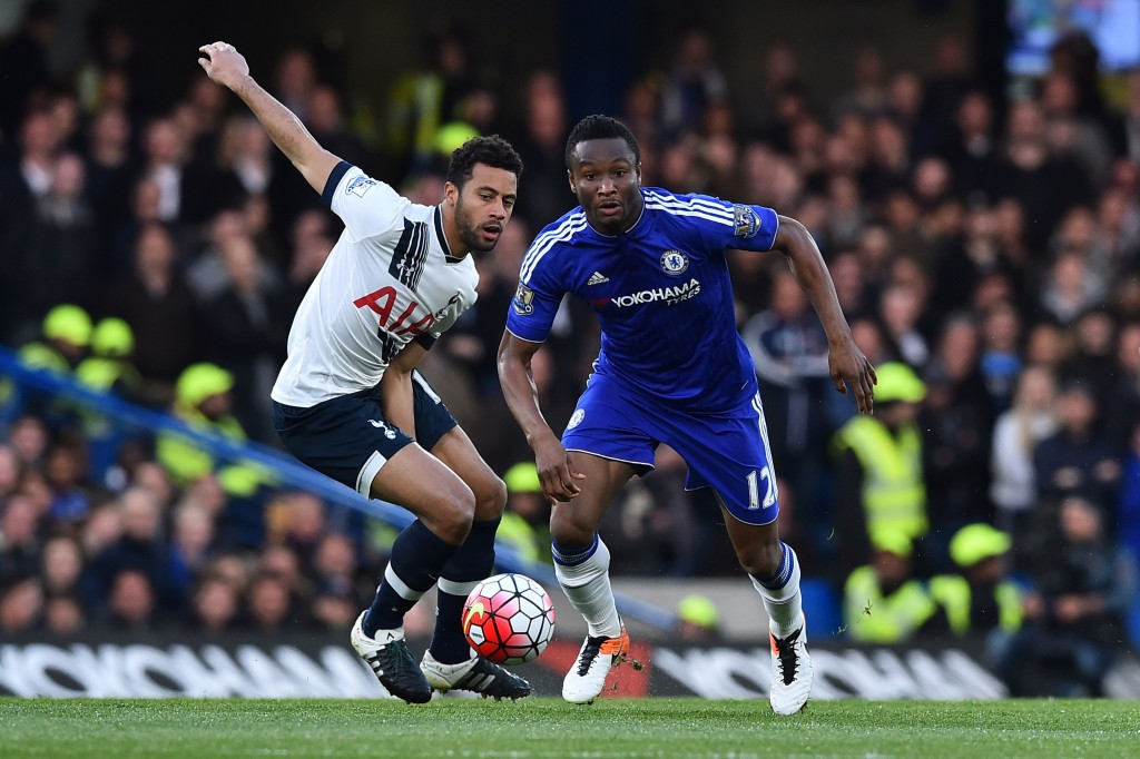 Tottenham Hotspur's Belgian midfielder Mousa Dembele (L) vies with Chelsea's Nigerian midfielder John Obi Mikel (R) during the English Premier League football match between Chelsea and Tottenham Hotspur at Stamford Bridge in London on May 2, 2016. / AFP / BEN STANSALL / RESTRICTED TO EDITORIAL USE. No use with unauthorized audio, video, data, fixture lists, club/league logos or 'live' services. Online in-match use limited to 75 images, no video emulation. No use in betting, games or single club/league/player publications. / (Photo credit should read BEN STANSALL/AFP/Getty Images)