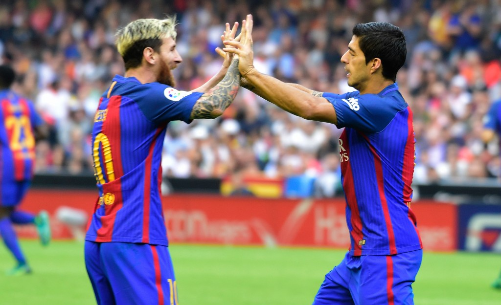 Barcelona's Uruguayan forward Luis Suarez (R) celebrates with Barcelona's Argentinian forward Lionel Messi after scoring during the Spanish league football match Valencia CF vs FC Barcelona at the Mestalla stadium in Valencia on October 22, 2016. / AFP / JOSE JORDAN (Photo credit should read JOSE JORDAN/AFP/Getty Images)