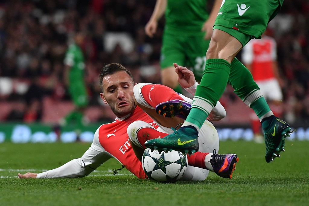 Arsenal's Spanish striker Lucas Perez (L) vies with Ludogorets' Brazilian defender Natanael Batista Pimienta during the UEFA Champions League Group A football match between Arsenal and Ludogorets Razgrad at The Emirates Stadium in London on October 19, 2016. / AFP / BEN STANSALL (Photo : BEN STANSALL/AFP/Getty Images)