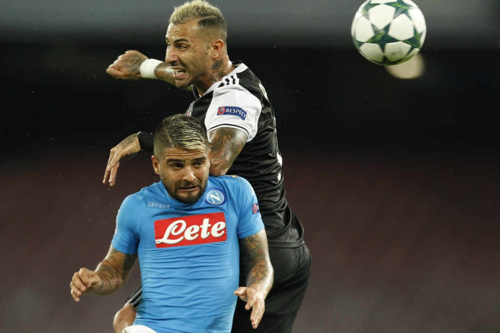 Besiktas' forward from Portugal Ricardo Quaresma (top) fights for the ball with Napoli's midfielder from Italy Lorenzo Insigne during the UEFA Champions League football match SSC Napoli vs Besiktas on October 19, 2016 at the San Paolo stadium in Naples. / AFP / Carlo Hermann (Photo credit should read CARLO HERMANN/AFP/Getty Images)