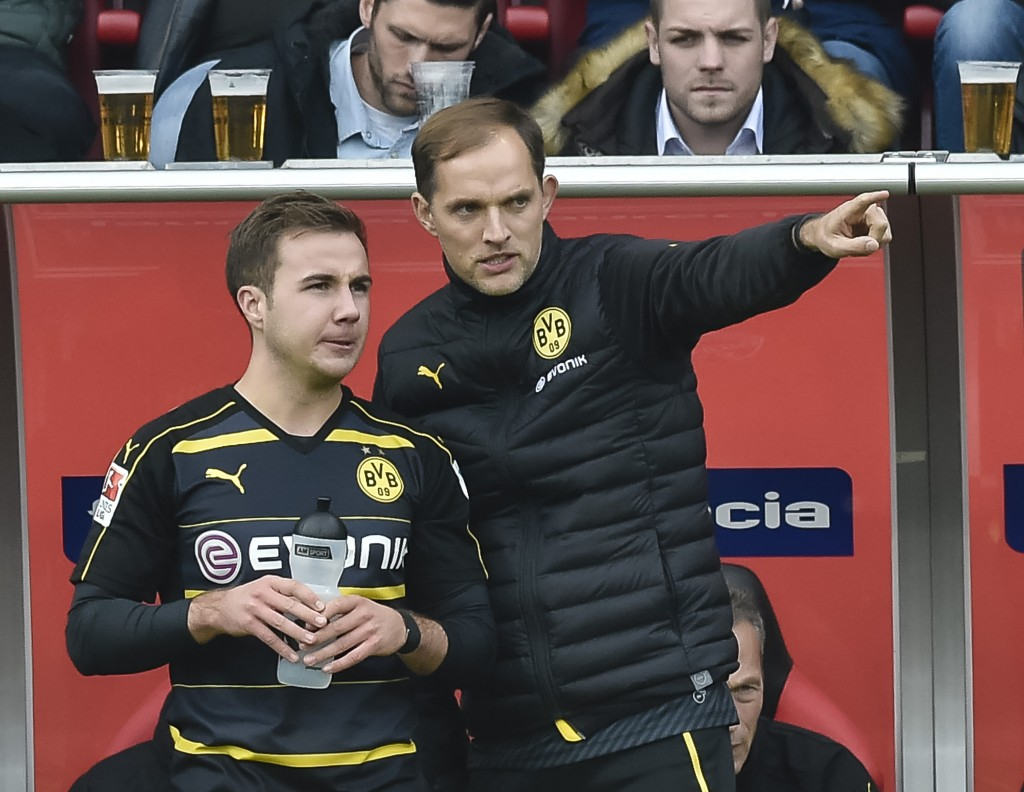 Dortmund's head coach Thomas Tuchel gives Dortmund's midfielder Mario Goetze instructions during the German first division Bundesliga football match between FC Ingolstadt 04 and Borussia Dortmund in Ingolstadt, southern Germany, on October 22, 2016. / AFP / GUENTER SCHIFFMANN / RESTRICTIONS: DURING MATCH TIME: DFL RULES TO LIMIT THE ONLINE USAGE TO 15 PICTURES PER MATCH AND FORBID IMAGE SEQUENCES TO SIMULATE VIDEO. == RESTRICTED TO EDITORIAL USE == FOR FURTHER QUERIES PLEASE CONTACT DFL DIRECTLY AT + 49 69 650050 (Photo credit should read GUENTER SCHIFFMANN/AFP/Getty Images)