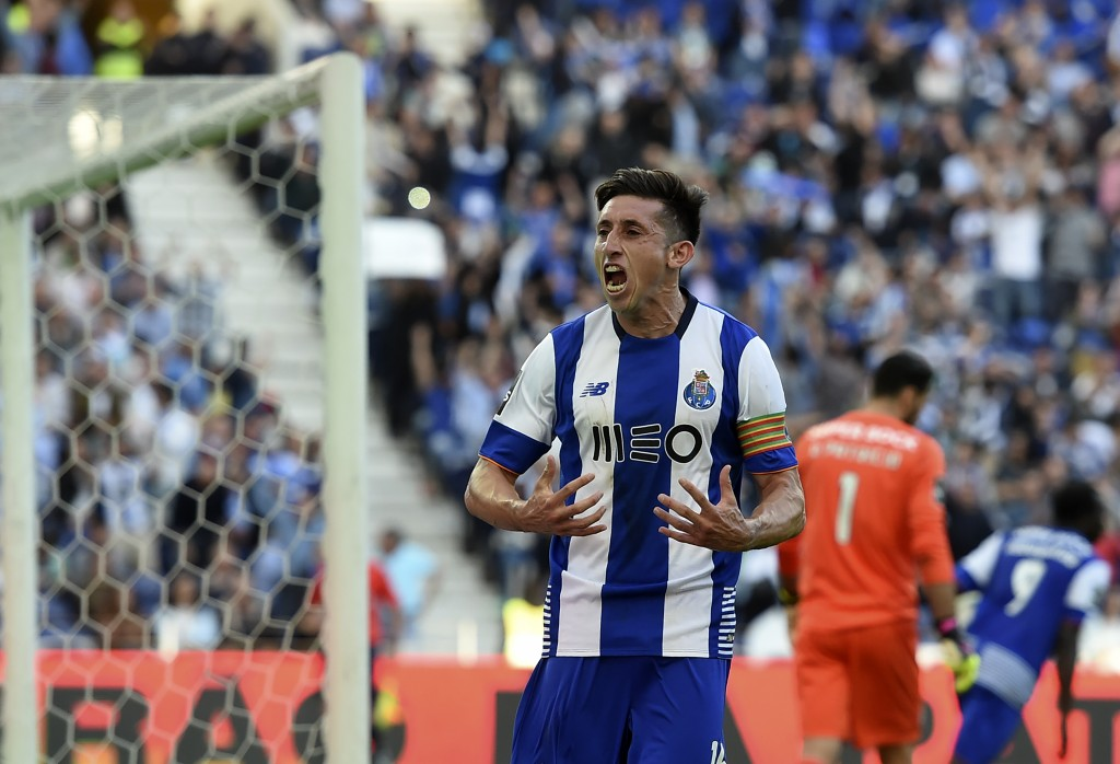 Porto's Mexican midfielder Hector Herrera celebrates a goal during the Portuguese league football match FC Porto vs Sporting CP at the Dragao stadium in Porto on April 29, 2016. / AFP / FRANCISCO LEONG (Photo credit should read FRANCISCO LEONG/AFP/Getty Images)